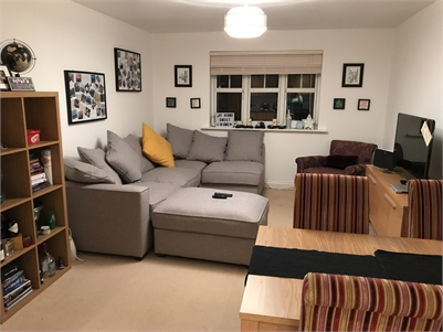 Mon to Fri Double Room, quiet large Woking Flat (all bills inc).