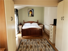 Large king size bedroom with ensuite - Rotherham