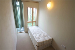 Single Room With Balcony Greenwich, Tube 6 Mins! All Bills Included! New Modern Apartment